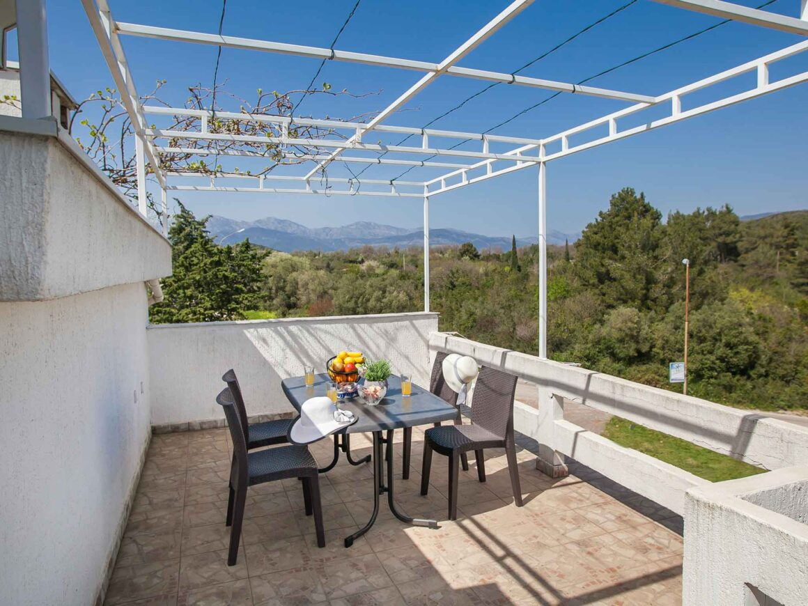 One-bedroom Apartment with Terrace -Top floor